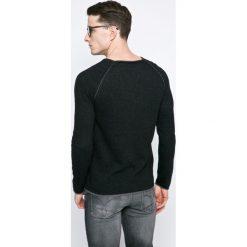 Review - Sweter. Czarne swetry przez głowę męskie Review, z bawełny, z okrągłym kołnierzem. W wyprzedaży za 69.90 zł.