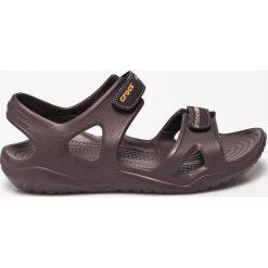 Crocs - Sandały. Brązowe sandały męskie Crocs, z materiału. W wyprzedaży za 159.90 zł.