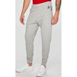 Reebok - Spodnie. Szare spodnie sportowe męskie Reebok, z bawełny. W wyprzedaży za 239.90 zł.