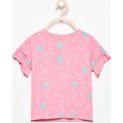T-shirt z falbankami przy rękawach - Różowy. T-shirty damskie marki bonprix. Za 14.99 zł.