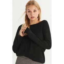 Sweter z wycięciem na plecach - Czarny. Czarne swetry damskie Sinsay, z dekoltem na plecach. Za 49.99 zł.