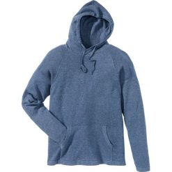 Sweter z kapturem Regular Fit bonprix niebieski dżins. Swetry przez głowę męskie marki Giacomo Conti. Za 34.99 zł.