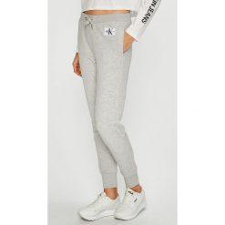 Calvin Klein Jeans - Spodnie. Szare jeansy damskie Calvin Klein Jeans, z bawełny. Za 359.90 zł.