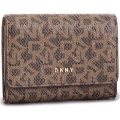 Mały Portfel Damski DKNY - R82ZJ503  Mocha Logo/Vic 244. Brązowe portfele damskie DKNY, ze skóry ekologicznej. Za 239.00 zł.