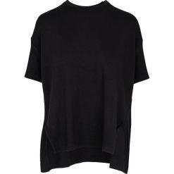 """Koszulka """"Aixa"""" w kolorze czarnym. T-shirty damskie Frieda Sand, z bawełny, z okrągłym kołnierzem, z krótkim rękawem. W wyprzedaży za 108.95 zł."""