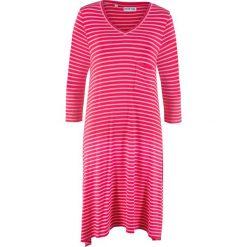 Sukienka shirtowa z dłuższymi bokami, rękawy 3/4, z kolekcji Maite Kelly bonprix różowy hibiskus - pudrowy jasnoróżowy w paski. Czerwone sukienki damskie bonprix, w paski. Za 89.99 zł.