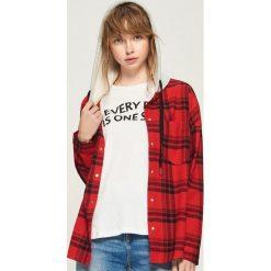 Koszula z kapturem - Czerwony. Czerwone koszule damskie Sinsay, z kapturem. W wyprzedaży za 59.99 zł.