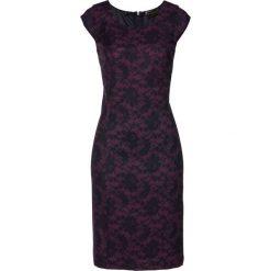 Sukienka ołówkowa Premium z koronkowym nadrukiem bonprix czarny bez - czarny. Sukienki damskie marki DOMYOS. Za 149.99 zł.