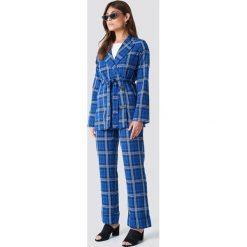 NA-KD Classic Rozszerzane spodnie w kratkę - Blue,Multicolor. Niebieskie spodnie materiałowe damskie NA-KD Classic, w kratkę. Za 161.95 zł.
