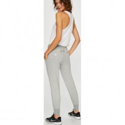 Nike Sportswear - Spodnie. Szare spodnie sportowe damskie Nike Sportswear, z bawełny. W wyprzedaży za 229.90 zł.