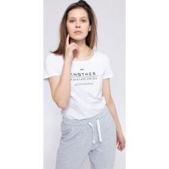 T-shirt damski TSD236 - biały. Białe t-shirty damskie 4f, z nadrukiem, z bawełny. Za 39.99 zł.