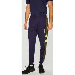Calvin Klein Performance - Spodnie. Czarne spodnie sportowe męskie Calvin Klein Performance, z bawełny. Za 399.90 zł.
