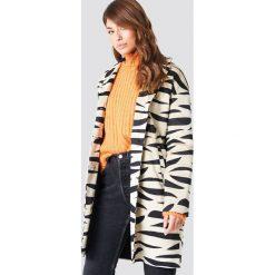 NA-KD Trend Kurtka z nadrukiem Zebra - Beige. Brązowe kurtki damskie NA-KD Trend, z motywem zwierzęcym. Za 323.95 zł.