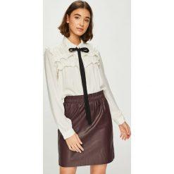 Vero Moda - Koszula Carmen. Szare koszule damskie Vero Moda, z poliesteru, casualowe, z klasycznym kołnierzykiem, z długim rękawem. W wyprzedaży za 119.90 zł.