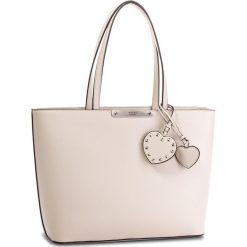 Torebka GUESS - HWPU66 93230  NUD. Brązowe torebki do ręki damskie Guess, ze skóry ekologicznej. W wyprzedaży za 409.00 zł.