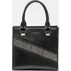 Czarna torebka damska. Czarne torebki do ręki damskie Kazar, w paski, ze skóry. Za 849.00 zł.