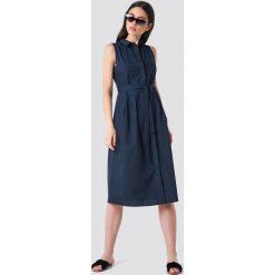 MANGO Sukienka koszulowa z paskiem - Navy. Niebieskie sukienki damskie Mango, w paski, z koszulowym kołnierzykiem, bez rękawów. Za 161.95 zł.