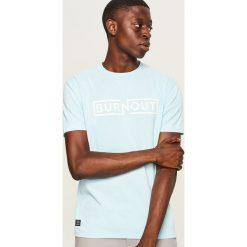 Melanżowy t-shirt z nadrukiem - Niebieski. Niebieskie t-shirty męskie Reserved, z nadrukiem. Za 49.99 zł.
