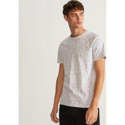 T-shirt z nadrukiem - Biały. Białe t-shirty męskie Reserved, z nadrukiem. Za 49.99 zł.