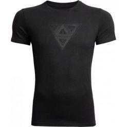 T-shirt męski TSM624 - głęboka czerń - Outhorn. Czarne t-shirty męskie Outhorn, z nadrukiem, z bawełny. Za 39.99 zł.