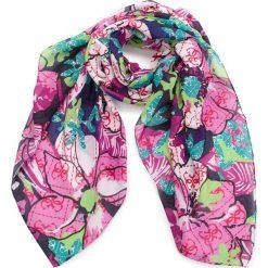 Chusta GUESS - AW7790 POL03  BLU. Różowe szaliki i chusty damskie Guess, z materiału. Za 219.00 zł.
