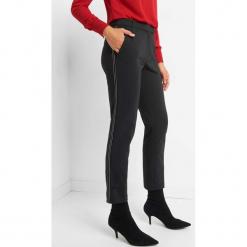 Spodnie w kant z lampasami. Czarne spodnie materiałowe damskie Orsay, z haftami, z bawełny. Za 119.99 zł.