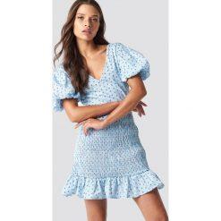 Trendyol Sukienka mini z dekoltem V - Blue. Niebieskie sukienki damskie Trendyol, z dekoltem na plecach, z krótkim rękawem. Za 100.95 zł.