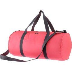 Torba sportowa w kolorze kkoralowym - 55 x 25 x 25 cm. Torby podróżne damskie marki BABOLAT. W wyprzedaży za 86.95 zł.