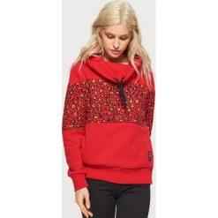 Wzorzysta bluza z kołnierzem - Czerwony. Czerwone bluzy damskie Cropp. W wyprzedaży za 49.99 zł.