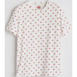 T-shirt ze świątecznym nadrukiem - Biały. Białe t-shirty męskie Reserved, z nadrukiem. Za 39.99 zł.