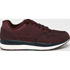 Nike Sportswear - Buty Nike Air Safari. Czarne buty sportowe męskie Nike Sportswear, z materiału. W wyprzedaży za 339.90 zł.