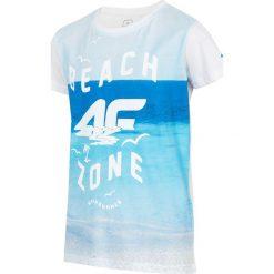 T-shirt dla małych chłopców JTSM127 - biały. Białe t-shirty dla chłopców 4F JUNIOR, z nadrukiem, z bawełny, z krótkim rękawem. W wyprzedaży za 24.99 zł.