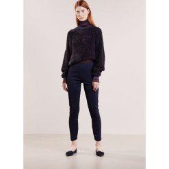 By Malene Birger ITTONA   Spodnie treningowe blue. Spodnie dresowe damskie By Malene Birger, z dresówki. Za 669.00 zł.