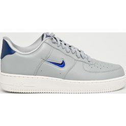 Nike Sportswear - Buty Air Force. Szare buty sportowe męskie Nike Sportswear, z gumy. W wyprzedaży za 399.90 zł.