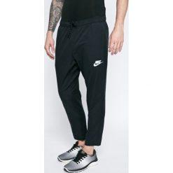 Nike Sportswear - Spodnie. Szare spodnie sportowe męskie Nike Sportswear, z bawełny. W wyprzedaży za 139.90 zł.