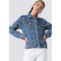 NA-KD Trend Kurtka jeansowa Logo - Blue. Niebieskie kurtki damskie NA-KD Trend, z nadrukiem, z jeansu. Za 242.95 zł.