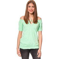 """Koszulka """"Burlesco"""" w kolorze miętowym. T-shirty damskie Brunotti, z haftami, z bawełny, z kołnierzem typu carmen, z krótkim rękawem. W wyprzedaży za 74.95 zł."""