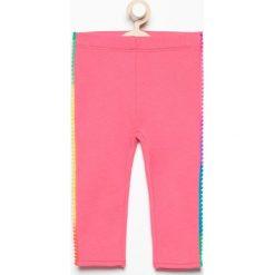 Spodnie dresowej z pomponami - Różowy. Spodenki niemowlęce marki Reserved. W wyprzedaży za 19.99 zł.
