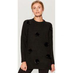 Sweter z puszkami - Czarny. Czarne swetry damskie Mohito. Za 139.99 zł.