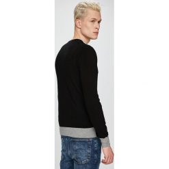 Trussardi Jeans - Sweter. Szare swetry przez głowę męskie TRUSSARDI JEANS, z dzianiny, z okrągłym kołnierzem. W wyprzedaży za 299.90 zł.