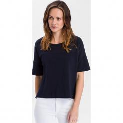 Koszulka w kolorze granatowym. Niebieskie t-shirty damskie Cross Jeans, z bawełny, z okrągłym kołnierzem. W wyprzedaży za 45.95 zł.