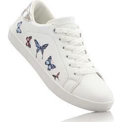 Sneakersy bonprix biały. Buty sportowe chłopięce marki bonprix. Za 79.99 zł.