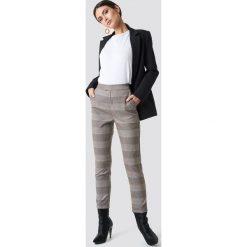 NA-KD Classic Spodnie w kratkę - Beige. Brązowe spodnie materiałowe damskie NA-KD Trend, w kratkę. Za 202.95 zł.