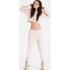 Naoko - Spodnie Animal Sound Rose x Edyta Górniak. Spodnie sportowe damskie marki WED'ZE. W wyprzedaży za 119.90 zł.