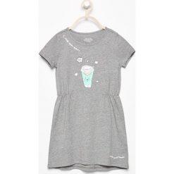 Bawełniana sukienka z nadrukiem - Szary. Sukienki dla dziewczynek marki Reserved. W wyprzedaży za 19.99 zł.