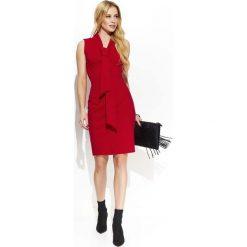 Czerwona Elegancka Ołówkowa Sukienka z Krawatką. Czerwone sukienki damskie Molly.pl, z tkaniny, biznesowe. Za 125.90 zł.