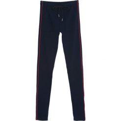 Granatowe Spodnie Dresowe Evenness. Niebieskie spodnie dresowe damskie Born2be, z dresówki. Za 39.99 zł.