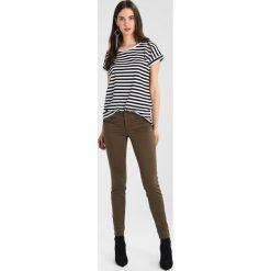 Liu Jo Jeans CHARMING Spodnie materiałowe brazil coffee. Spodnie materiałowe damskie Liu Jo Jeans, z bawełny. Za 649.00 zł.