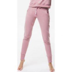 Cardio Bunny - Spodnie Pretty. Szare spodnie sportowe damskie Cardio Bunny, z bawełny. W wyprzedaży za 169.90 zł.