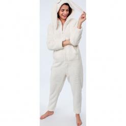 Etam - Kombinezon piżamowy Doryan. Szare piżamy damskie Etam, z dzianiny. Za 219.90 zł.